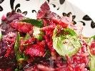 Рецепта Салата с червено цвекло, краставица и бяла риба